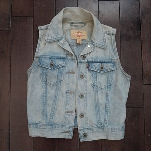 Levi's Jackets & Coats - Levi's Light Wash Denim Vest Size XS